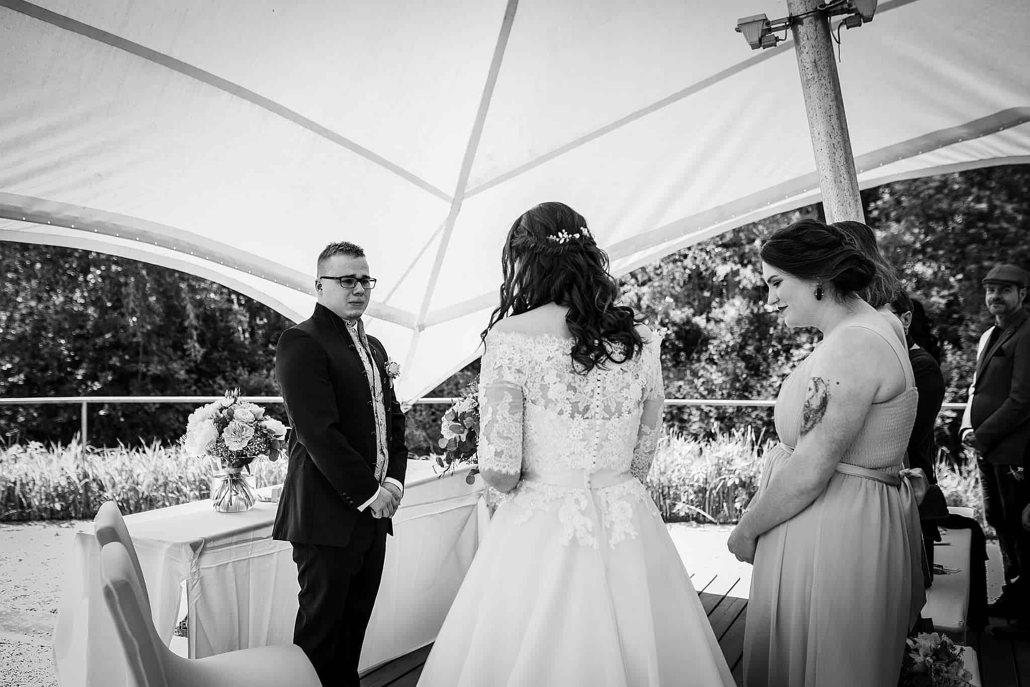 Hochzeit in Kaiserslautern: Der Bräutigam weint, als er seine Braut das erste mal sieht