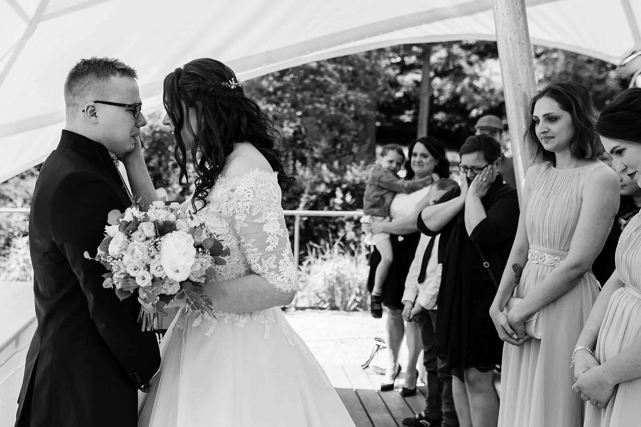 Hochzeitsfotograf Kaiserslautern: Die Gäste sind ebenfalls ergriffen