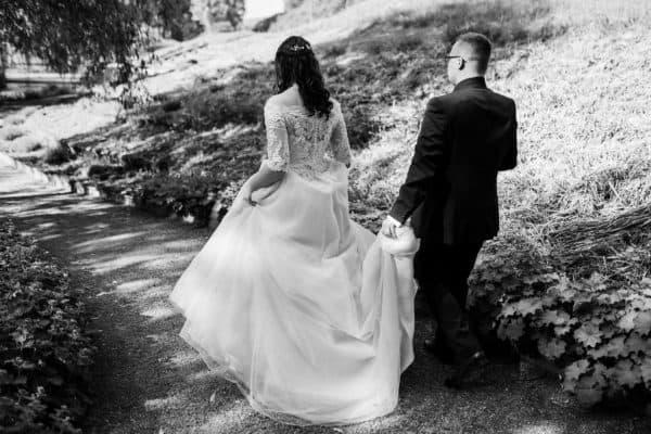Brautpaar läuft