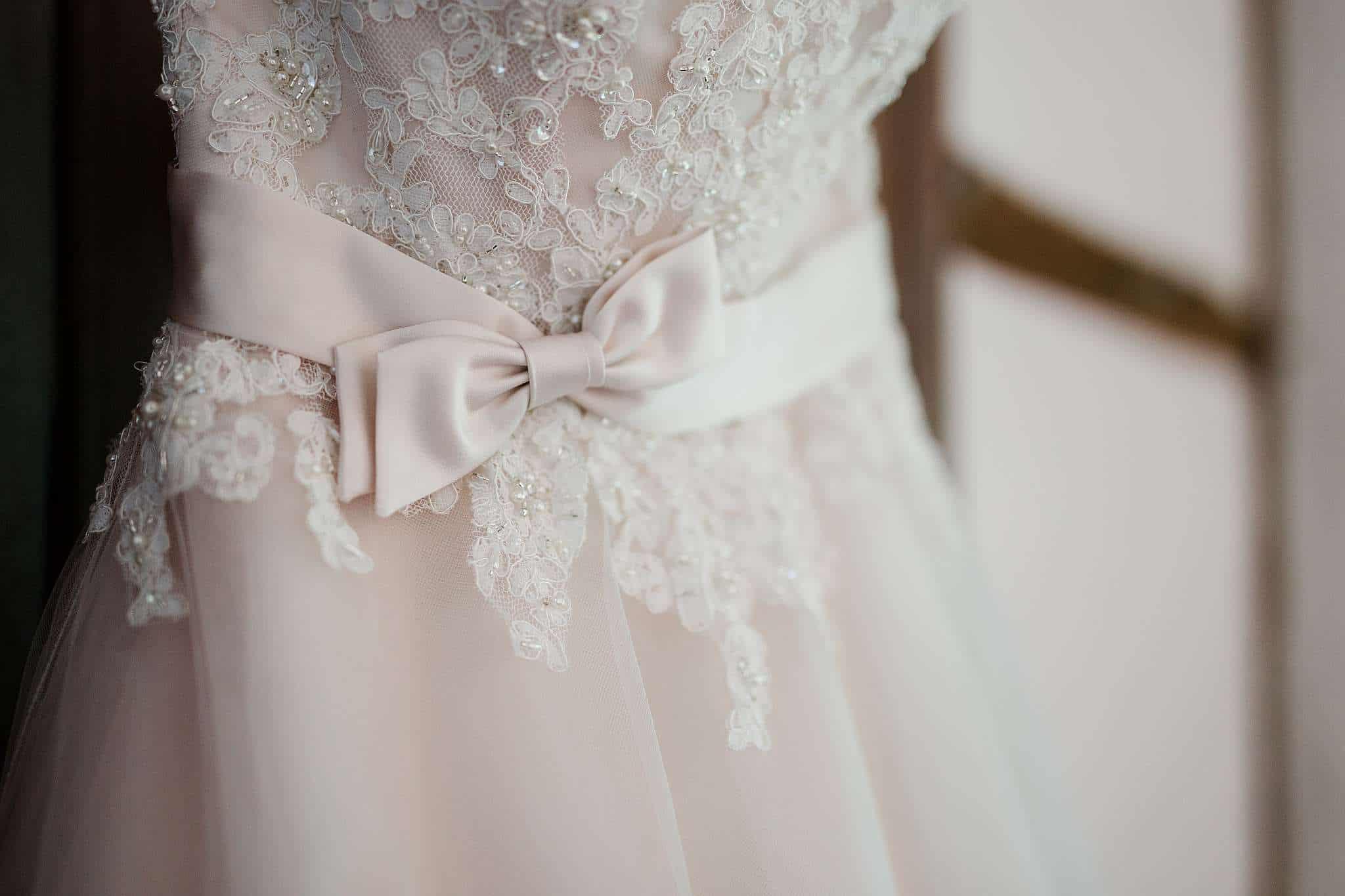 Wir lieben Details: So haben wir auch bei der Hochzeit in Kaiserslautern schöne Detailsaufnhamen vom Brautkleid gemacht