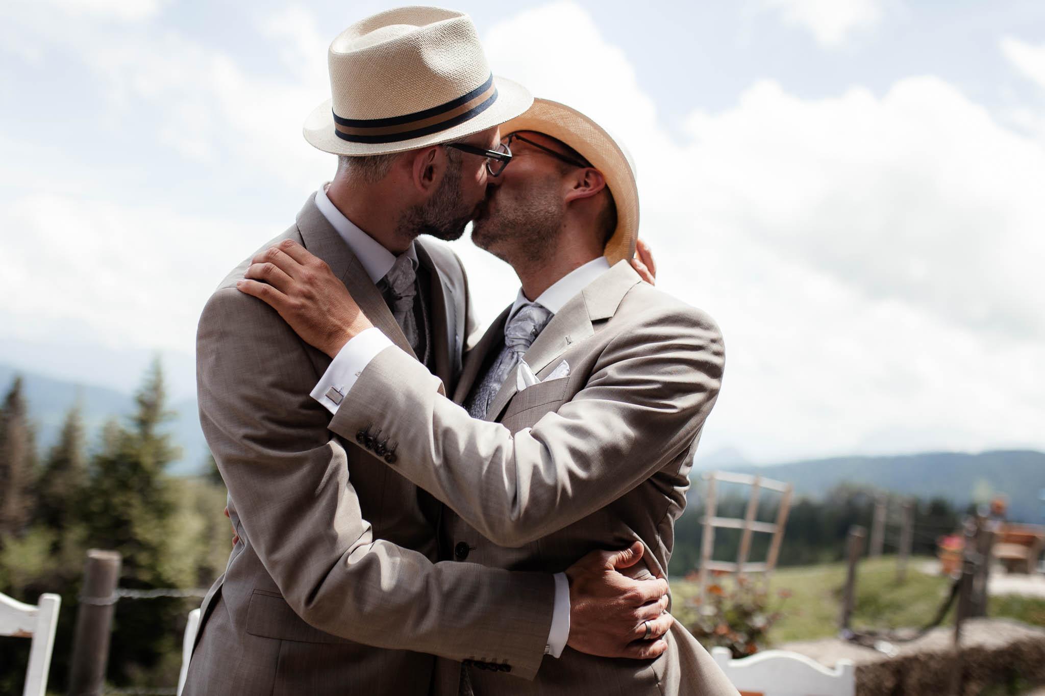 Hochzeitsfotograf Alpen, Chiemgau: freie Trauung von Dennis & Dirk 36
