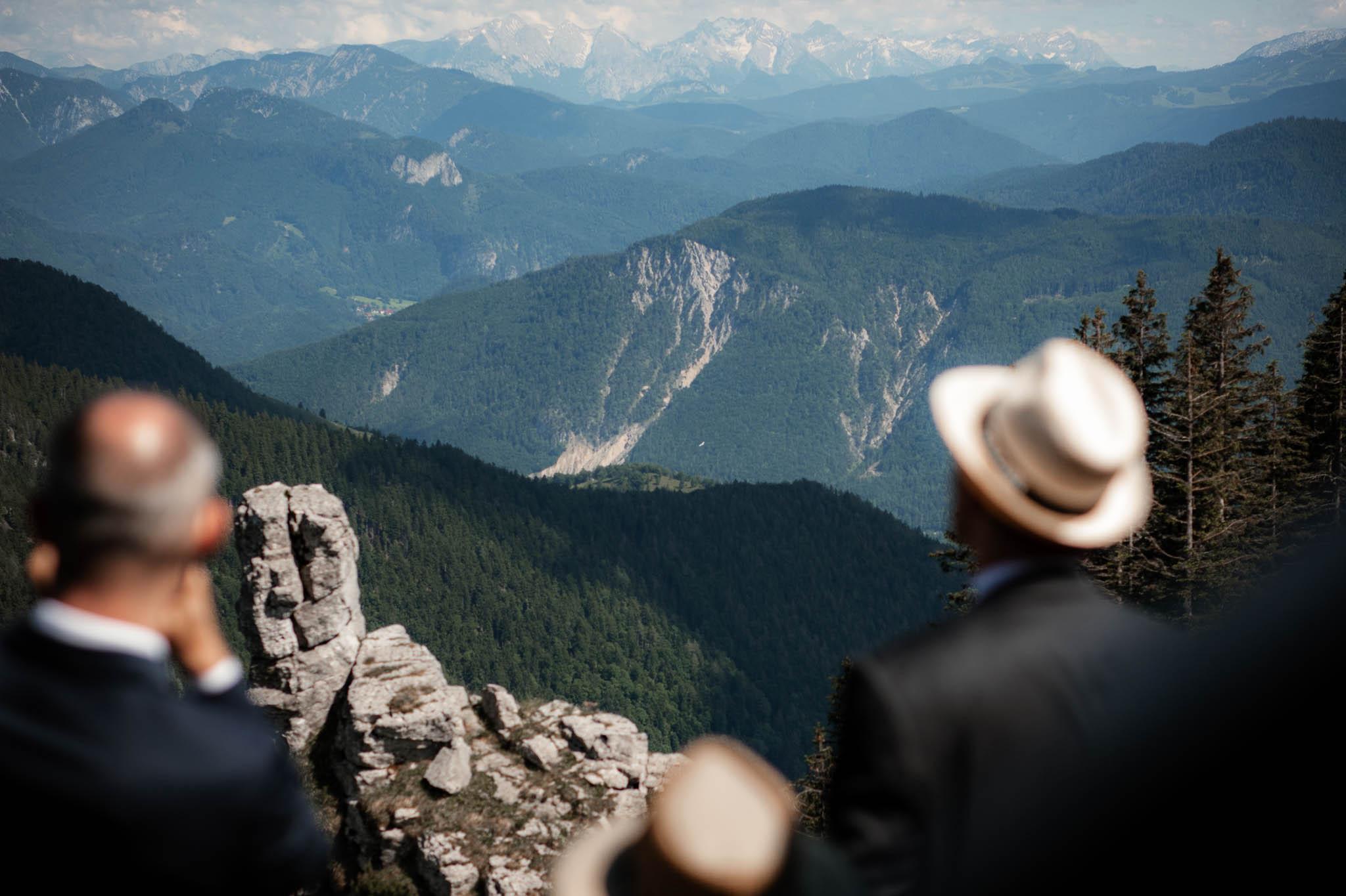 Hochzeitsfotograf Alpen, Chiemgau: freie Trauung von Dennis & Dirk 46