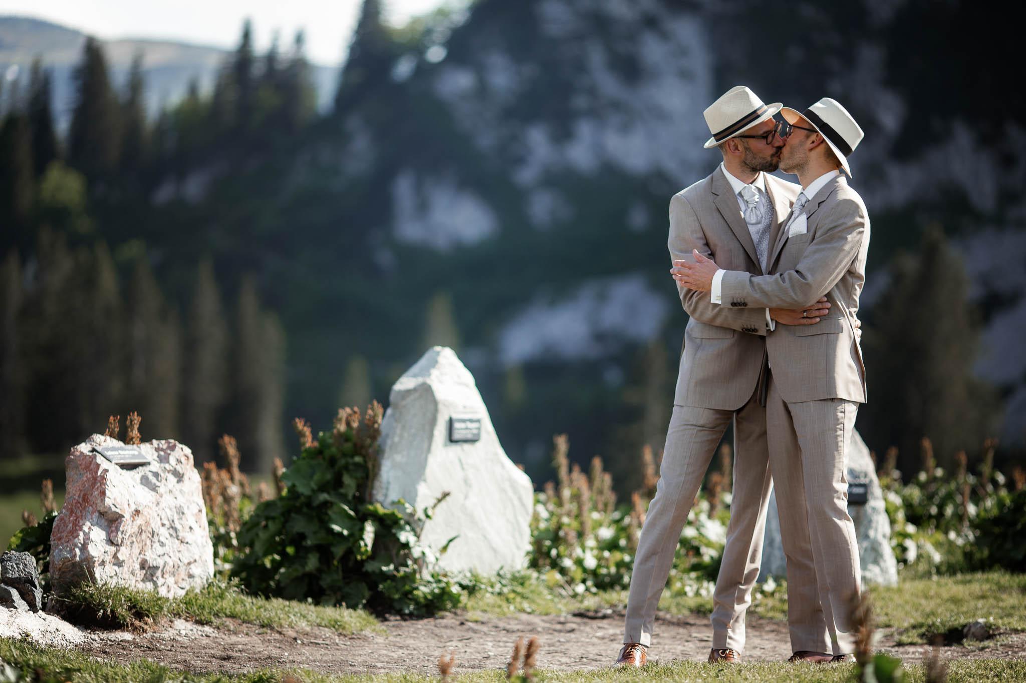 Hochzeitsfotograf Alpen, Chiemgau: freie Trauung von Dennis & Dirk 49