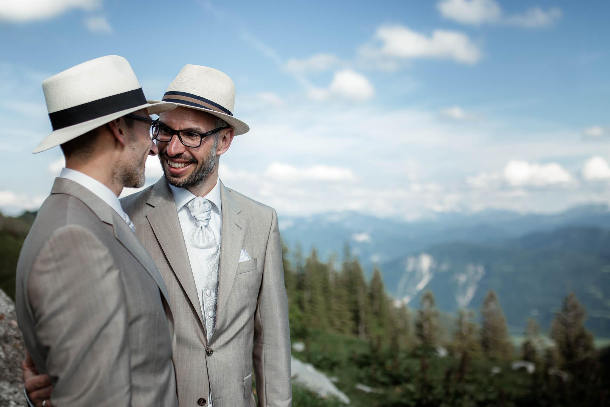 Hochzeitsfotograf Alpen, Chiemgau: freie Trauung von Dennis & Dirk 55
