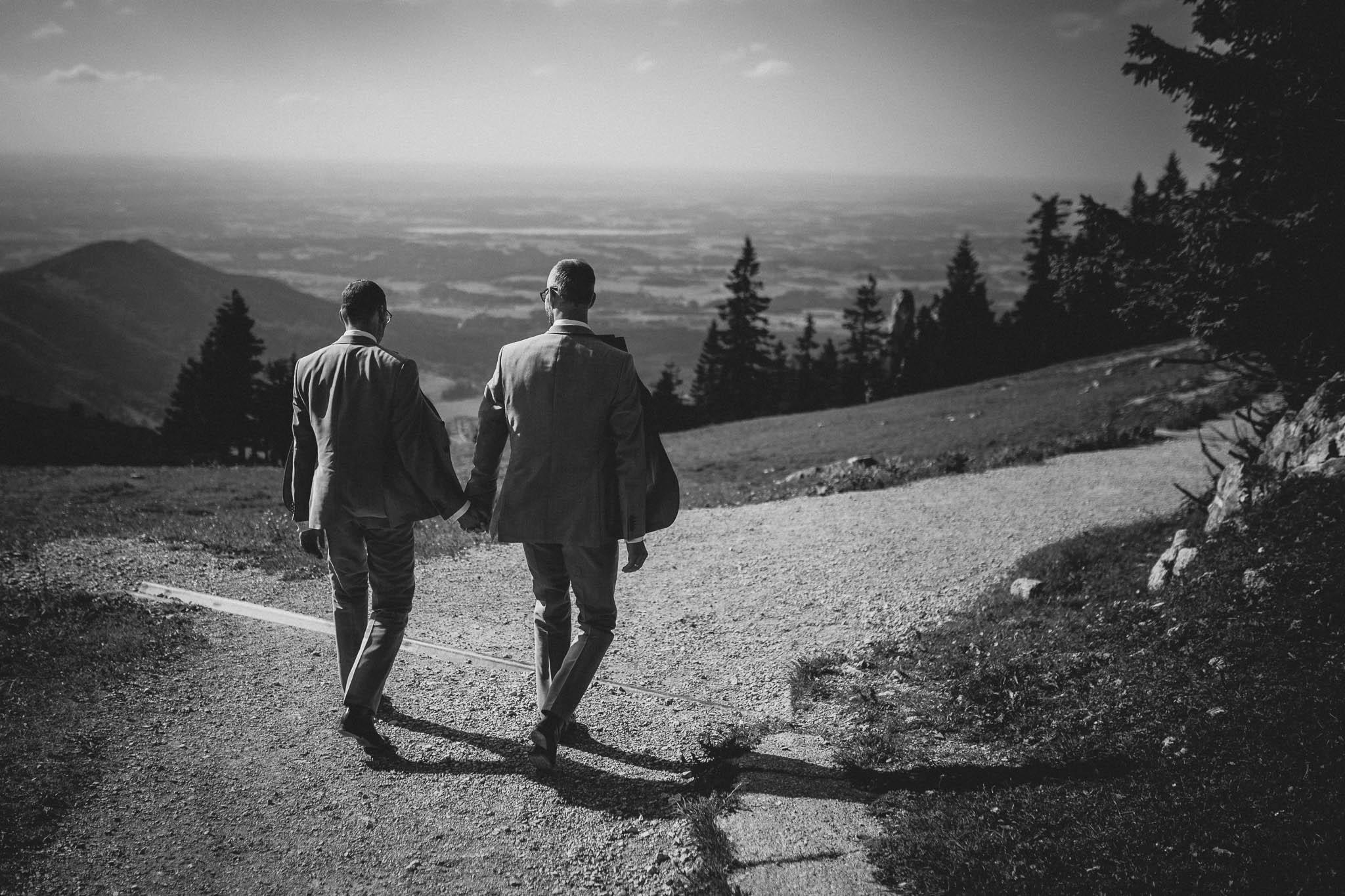 Hochzeitsfotograf Alpen, Chiemgau: freie Trauung von Dennis & Dirk 57