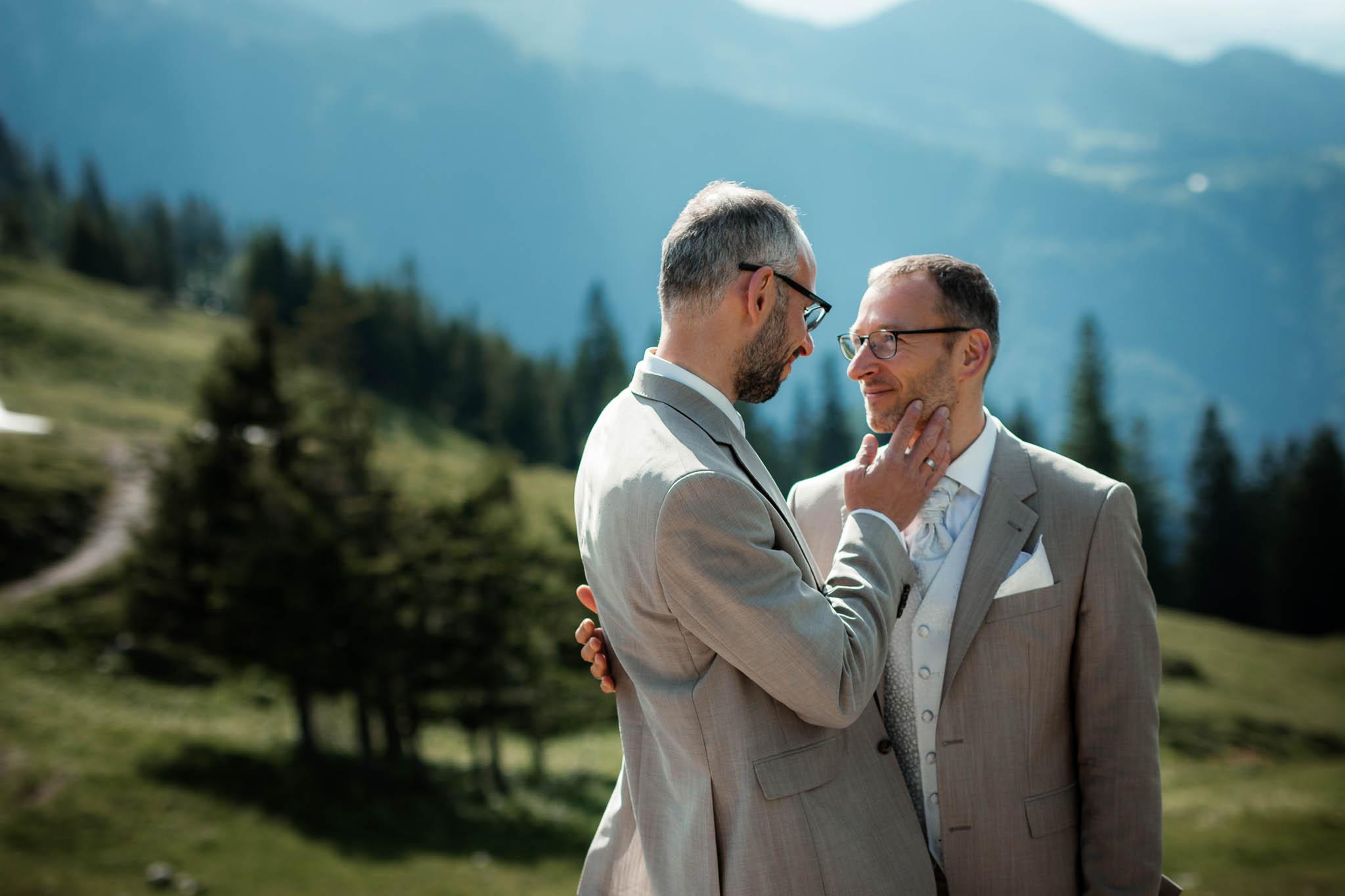 Hochzeitsfotograf Alpen, Chiemgau: freie Trauung von Dennis & Dirk 58