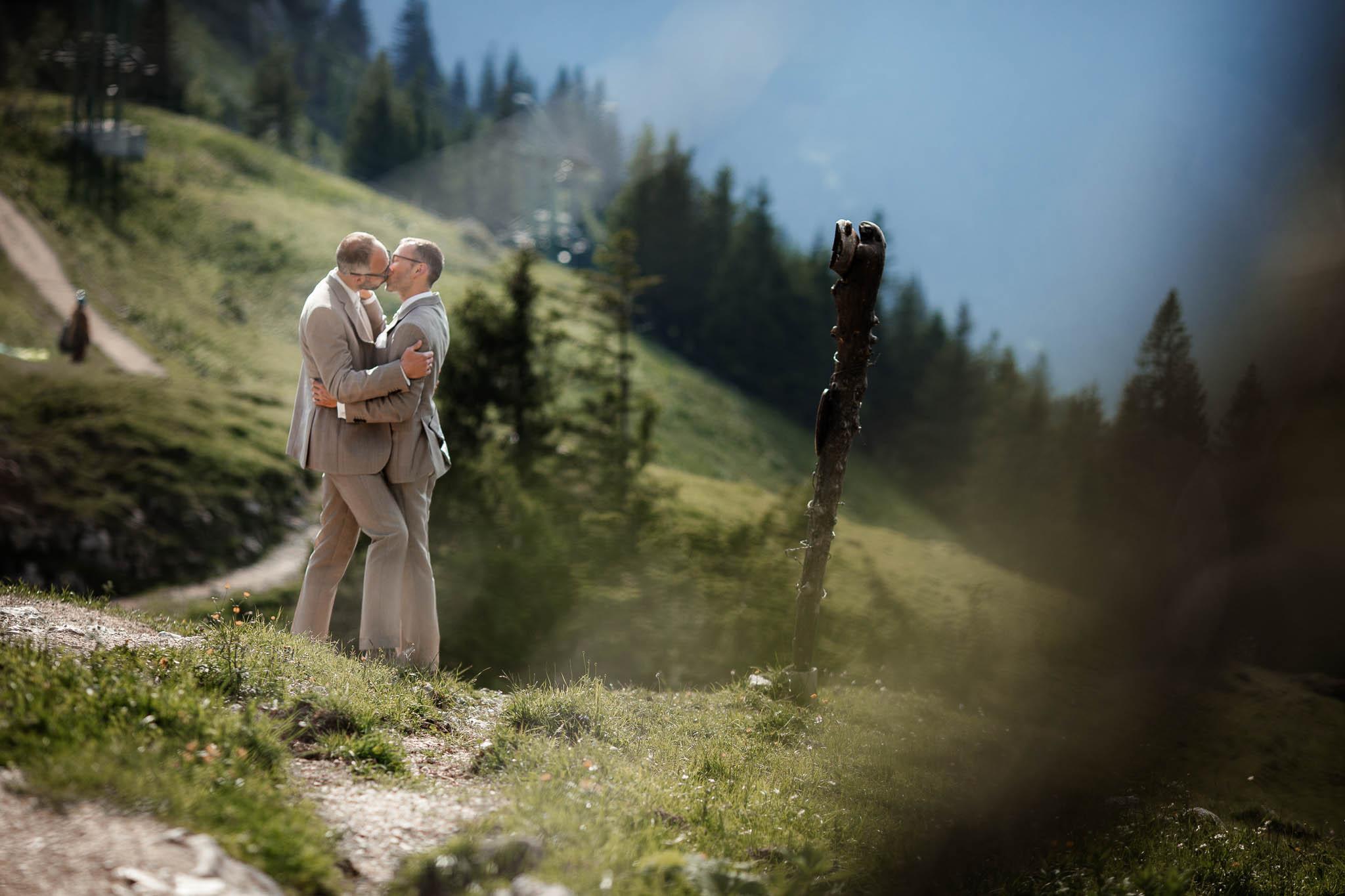 Hochzeitsfotograf Alpen, Chiemgau: freie Trauung von Dennis & Dirk 61
