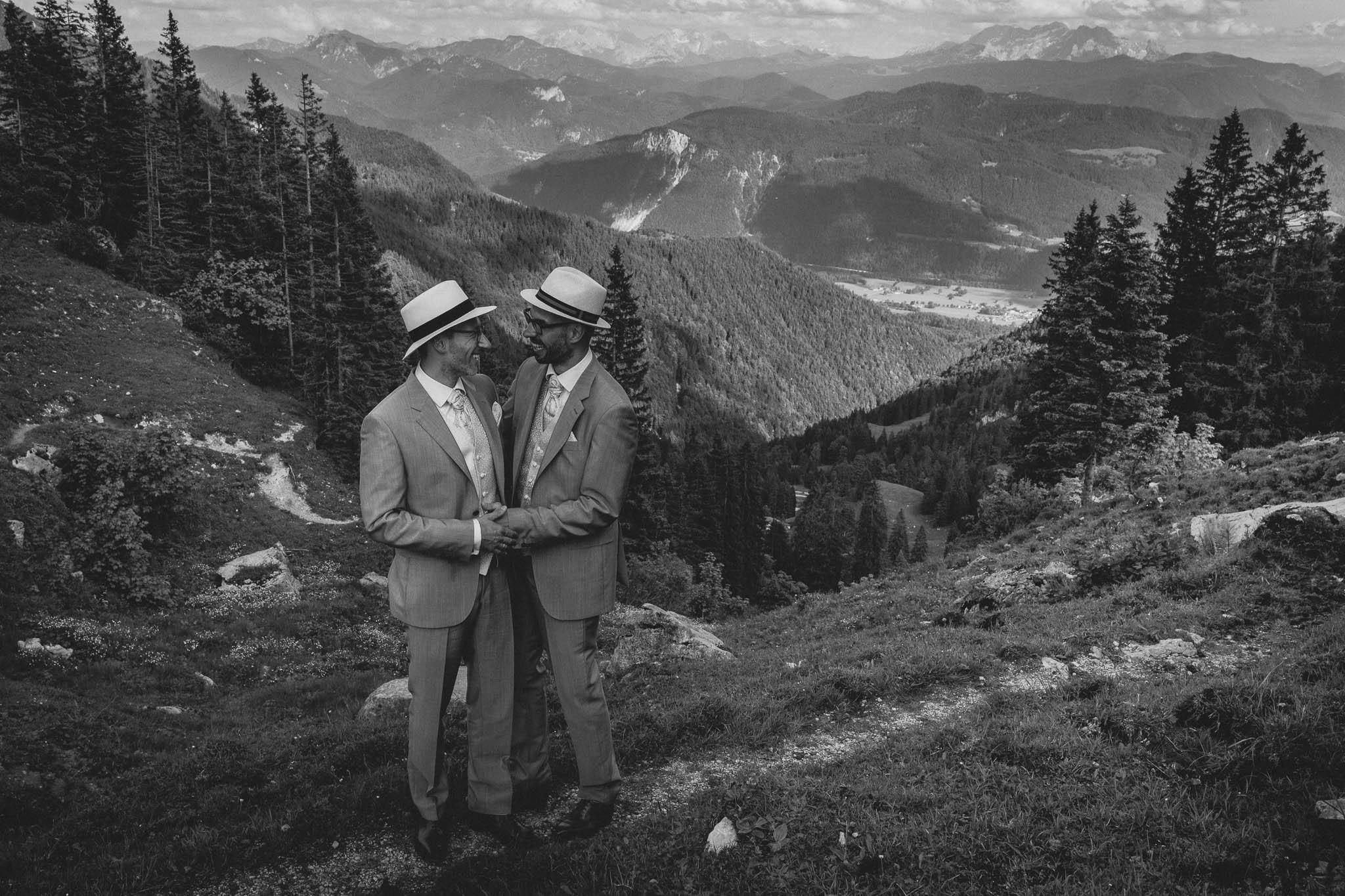Hochzeitsfotograf Alpen, Chiemgau: freie Trauung von Dennis & Dirk 62
