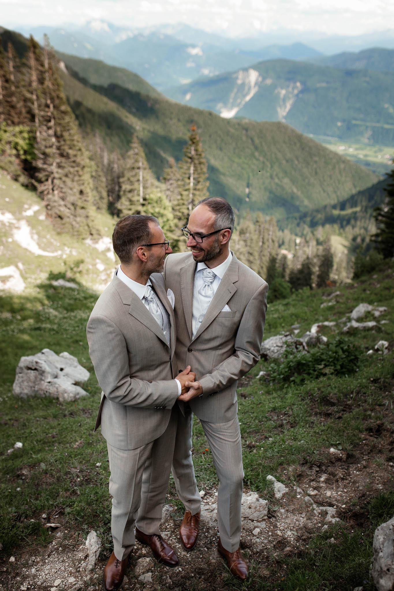 Hochzeitsfotograf Alpen, Chiemgau: freie Trauung von Dennis & Dirk 65