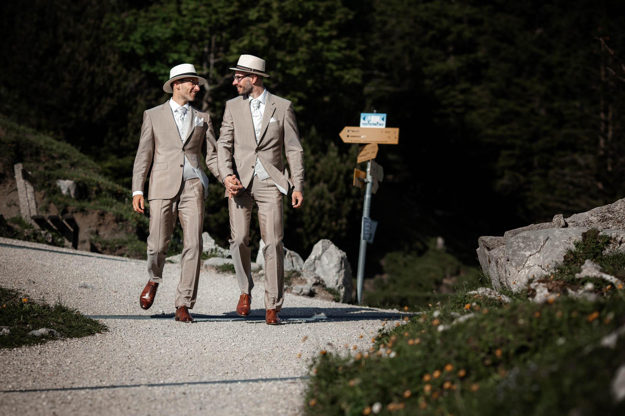 Hochzeitsfotograf Alpen, Chiemgau: freie Trauung von Dennis & Dirk 73