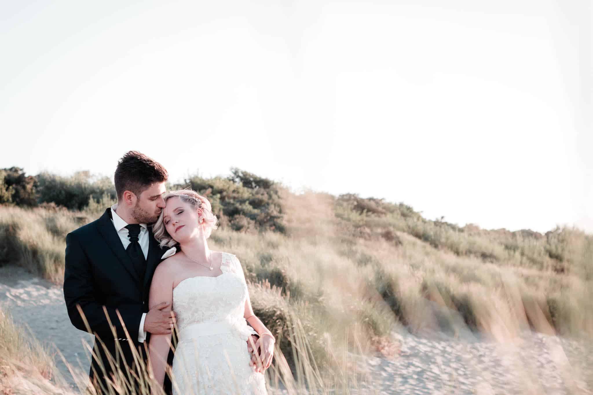 freie TrauungHochzeitsfotograf Renesse: Bei ihrer Strandhochzeit in Holland hatten Lisa und Michael perfektes Wetter