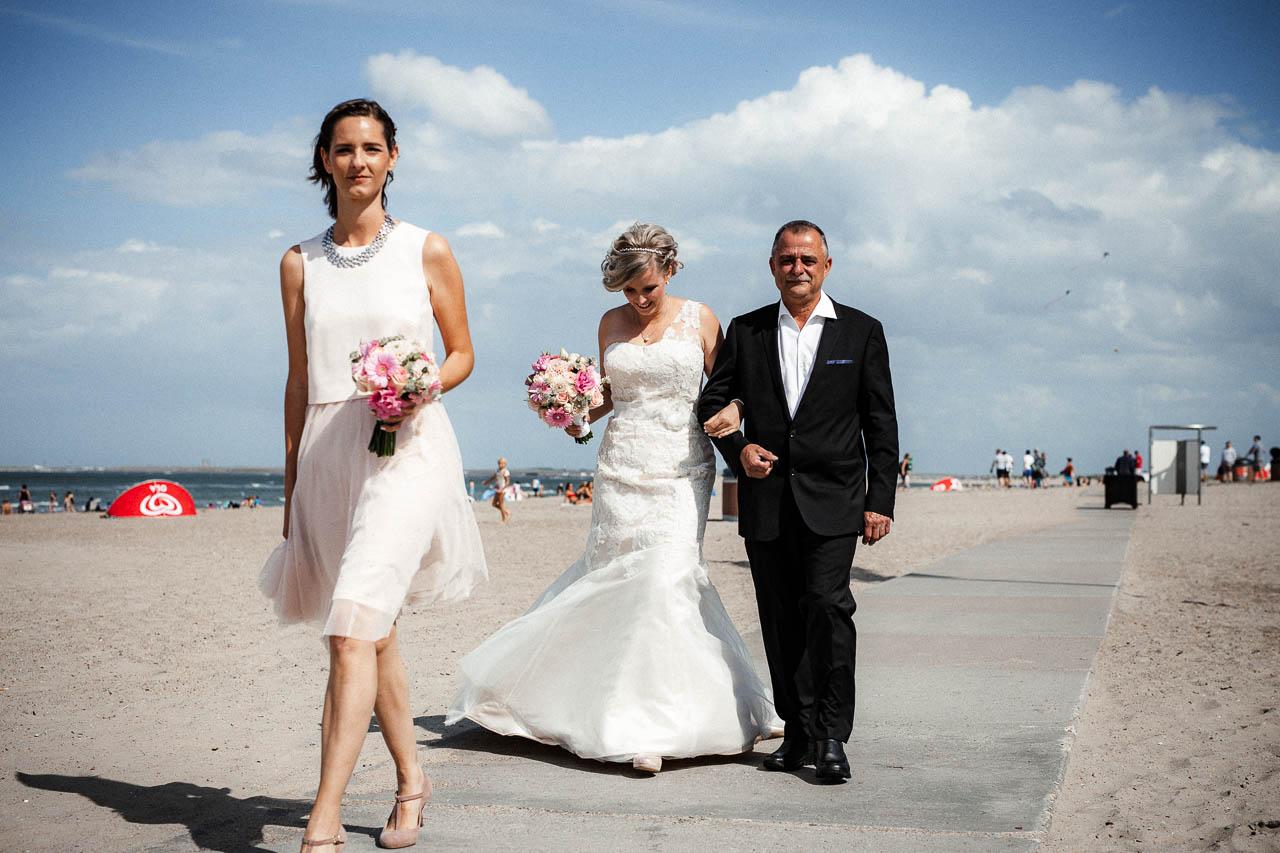 Hochzeitsfotograf Renesse, Holland: Lisa & Michael heiraten mit einer Freie Trauung am Strand 31