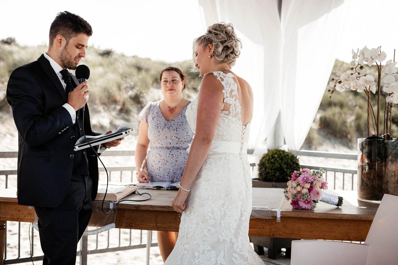 Hochzeitsfotograf Renesse, Holland: Lisa & Michael heiraten mit einer Freie Trauung am Strand 37