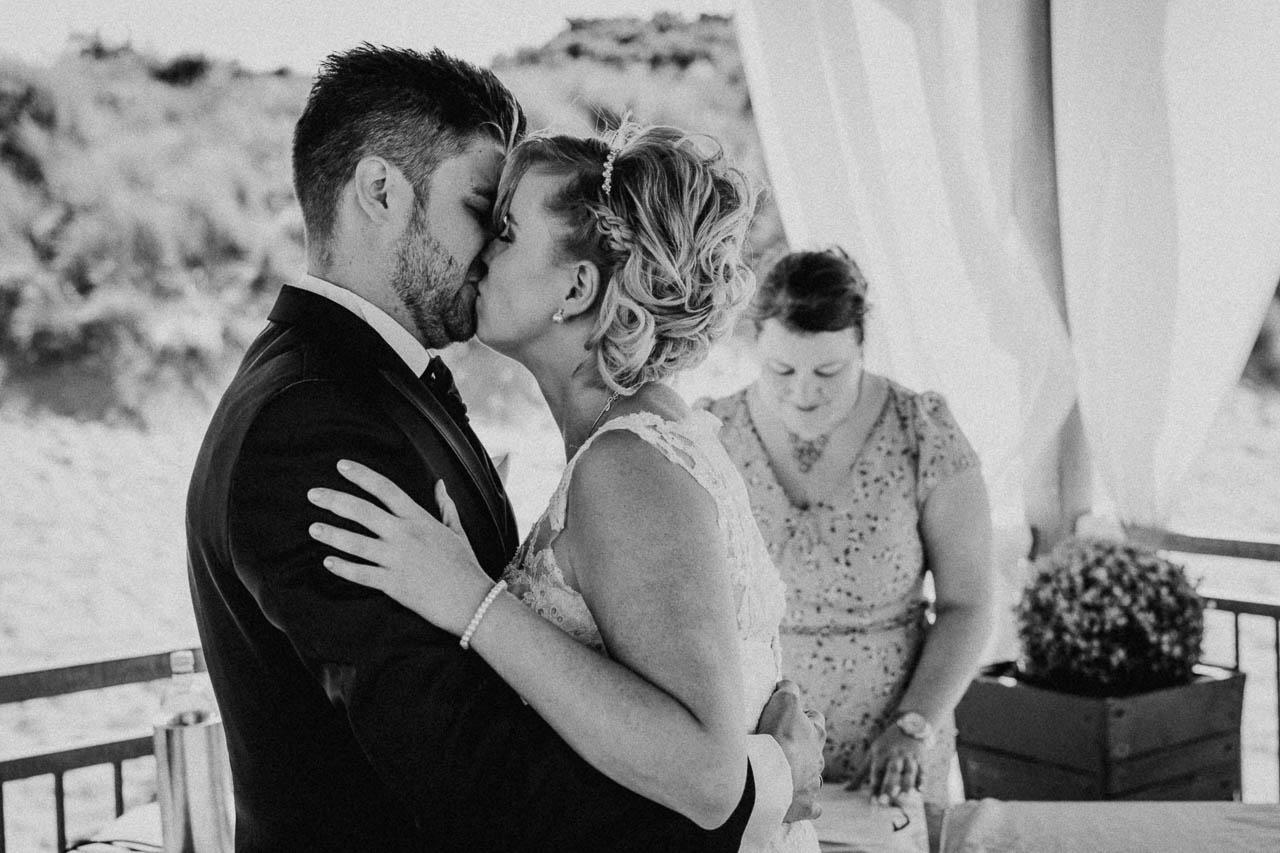 Hochzeitsfotograf Renesse, Holland: Lisa & Michael heiraten mit einer Freie Trauung am Strand 40