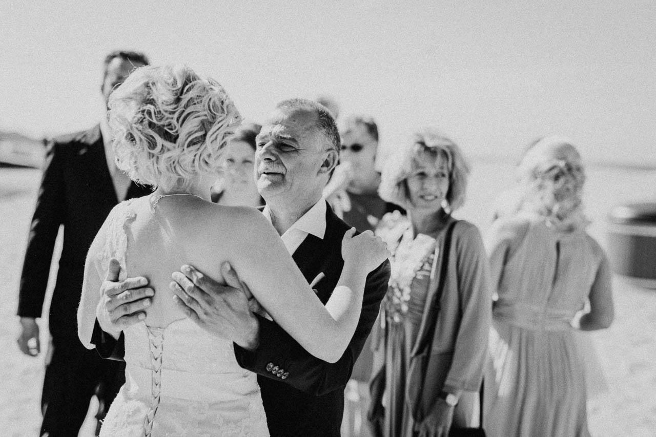 Hochzeitsfotograf Renesse, Holland: Lisa & Michael heiraten mit einer Freie Trauung am Strand 42