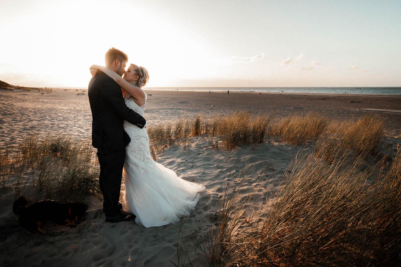 Hochzeitsfotograf Renesse, Holland: Lisa & Michael heiraten mit einer Freie Trauung am Strand 57