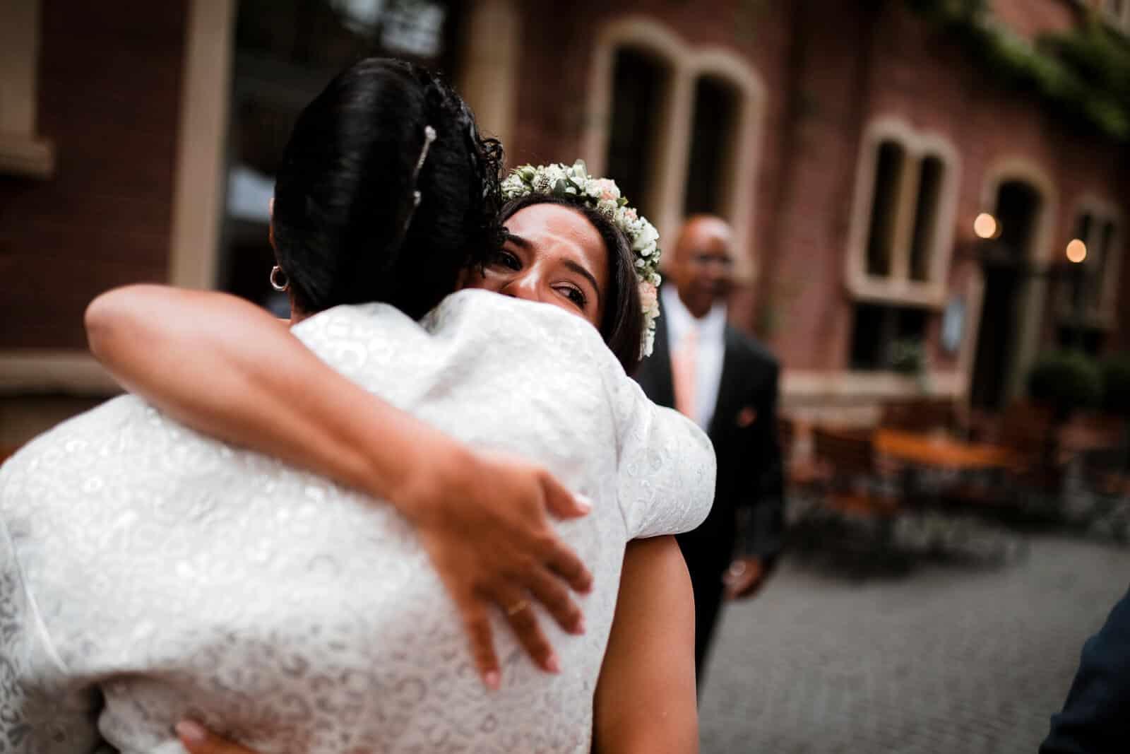 Das sind die Momente, die wir als Hochzeitsfotograf schätzen. Ehrliche Emotionen bei den Gratulationen