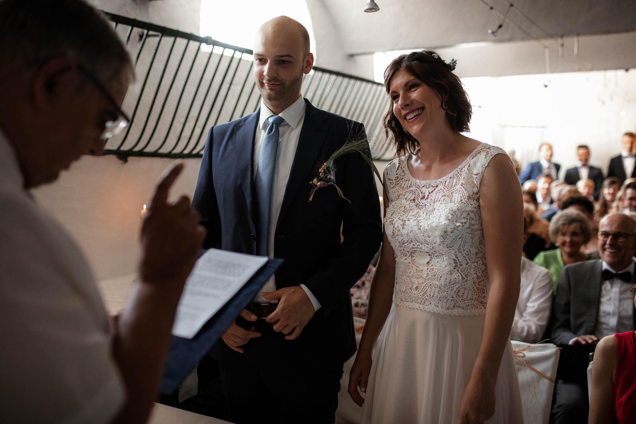 Die Hochzeitsscheune in Guntersblum: Ina und Johannes kurz nach dem Ja-Wort.