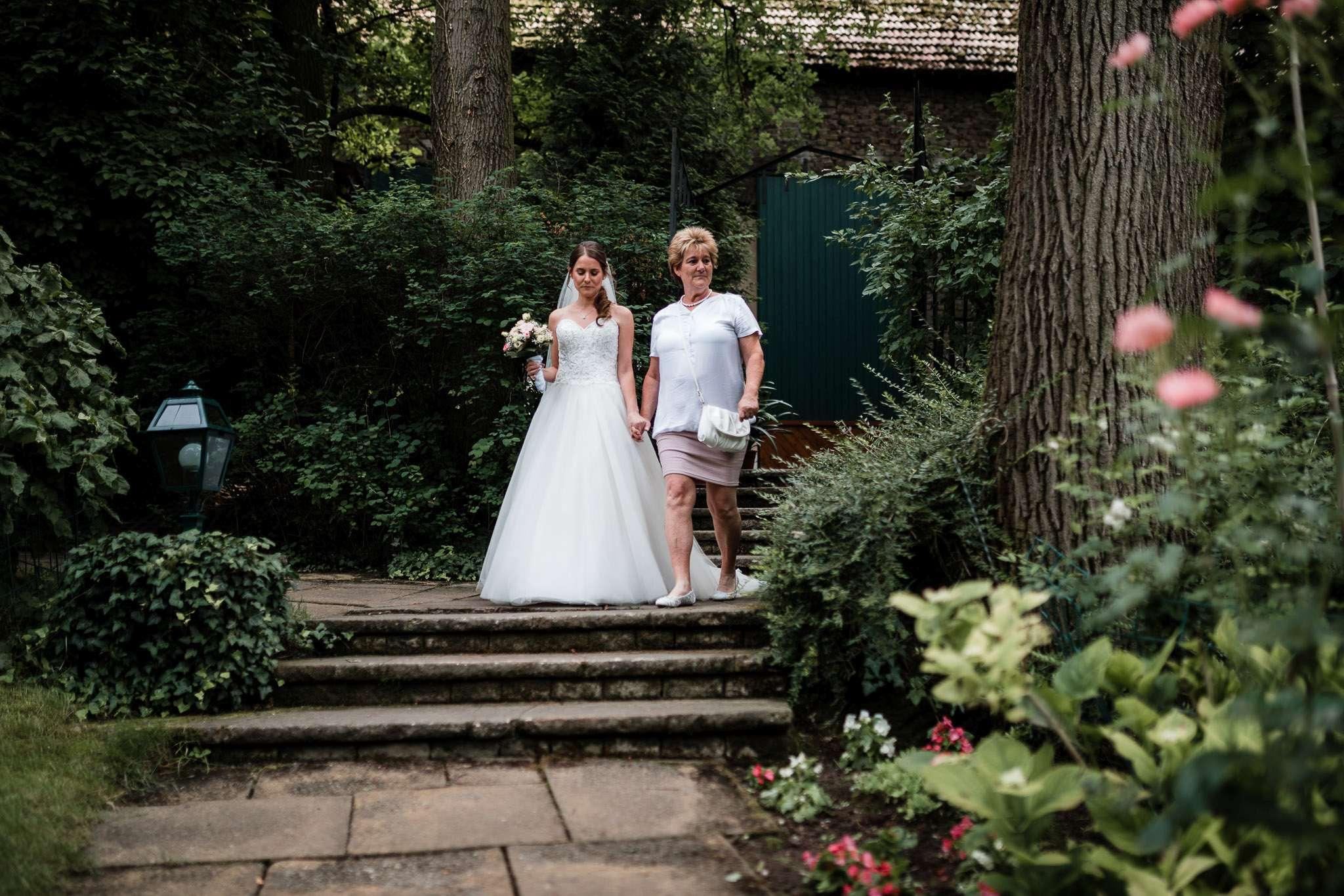 Hochzeitsreportage Undenheim: Einzug der Braut
