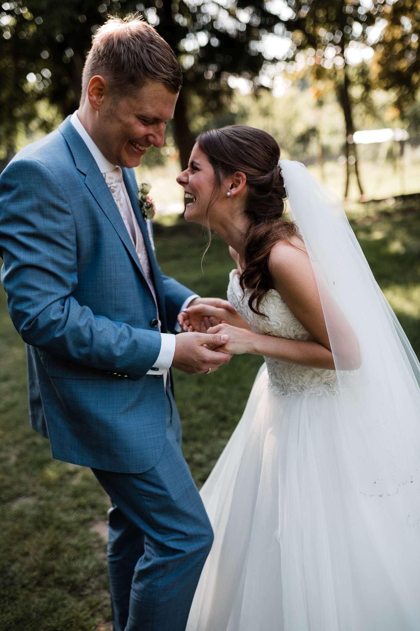 Jenny und Manuel haben bei ihrer Hochzeit in Undenheim viel miteinander gelacht