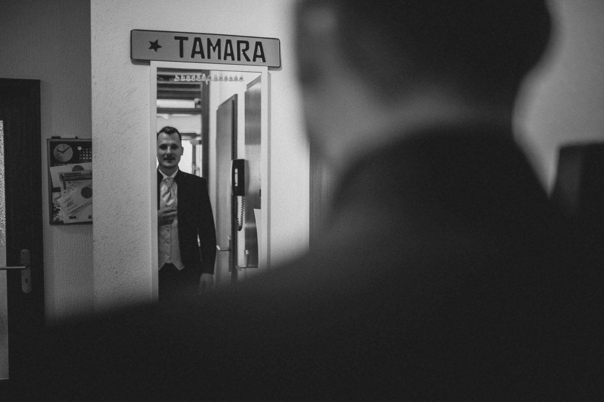 Als Hochzeitsfotograf in Undenheim: Freie Trauung von Tamara und Martin im Junghof 13