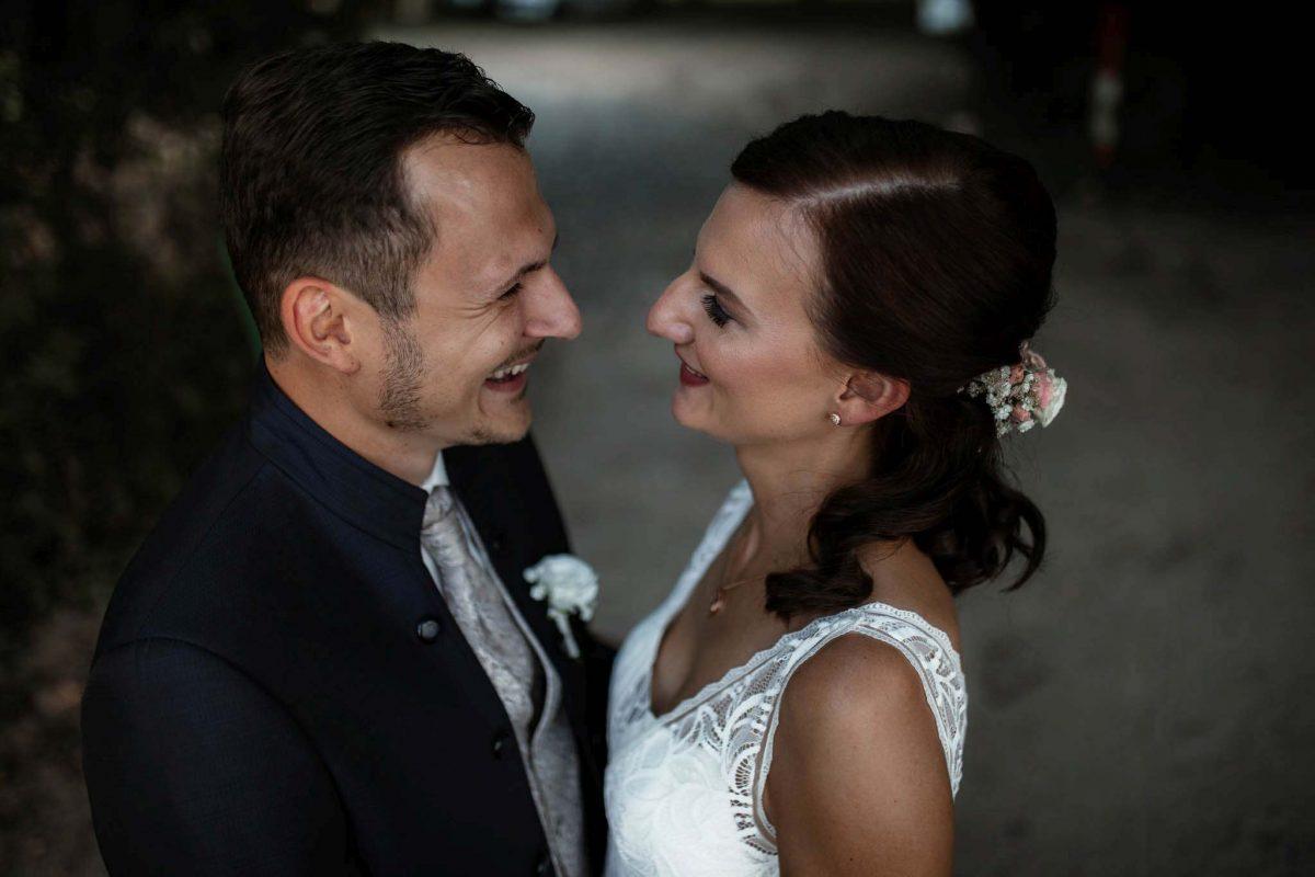 Als Hochzeitsfotograf in Undenheim: Freie Trauung von Tamara und Martin im Junghof 53