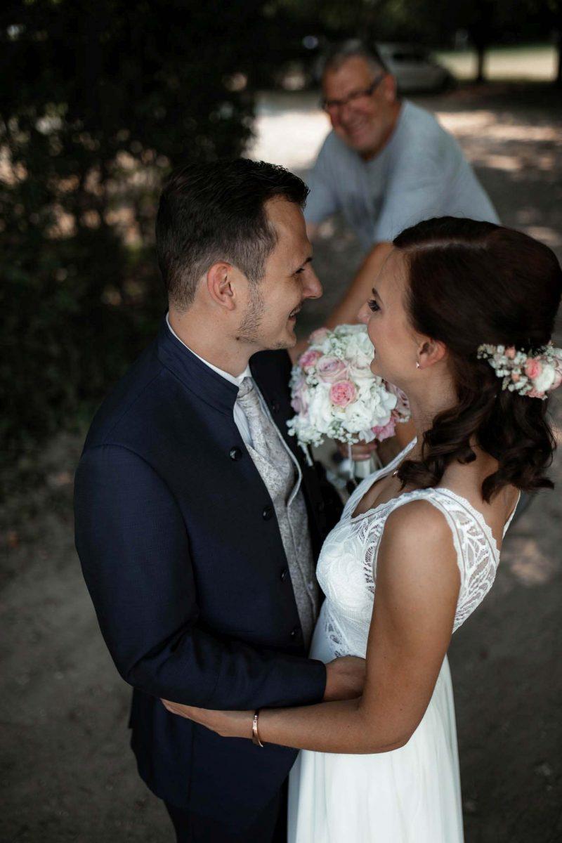 Als Hochzeitsfotograf in Undenheim: Freie Trauung von Tamara und Martin im Junghof 54