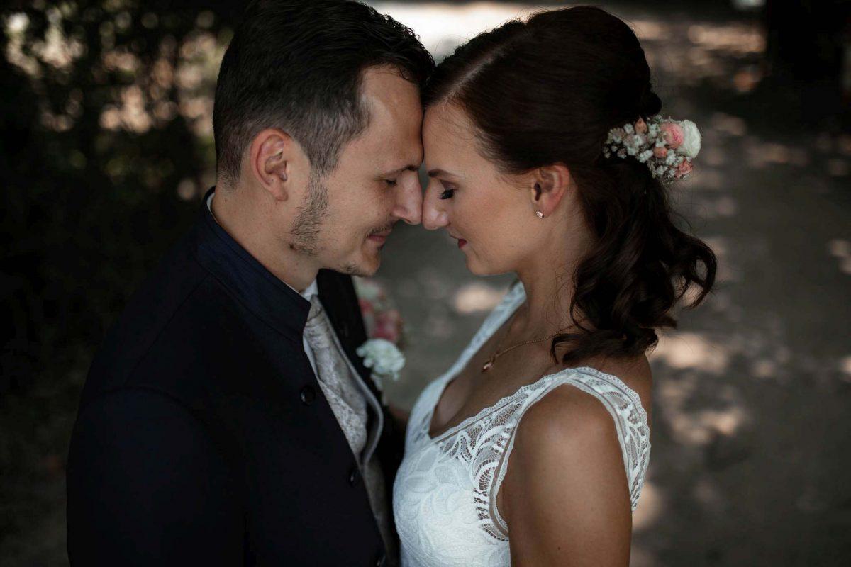 Als Hochzeitsfotograf in Undenheim: Freie Trauung von Tamara und Martin im Junghof 55