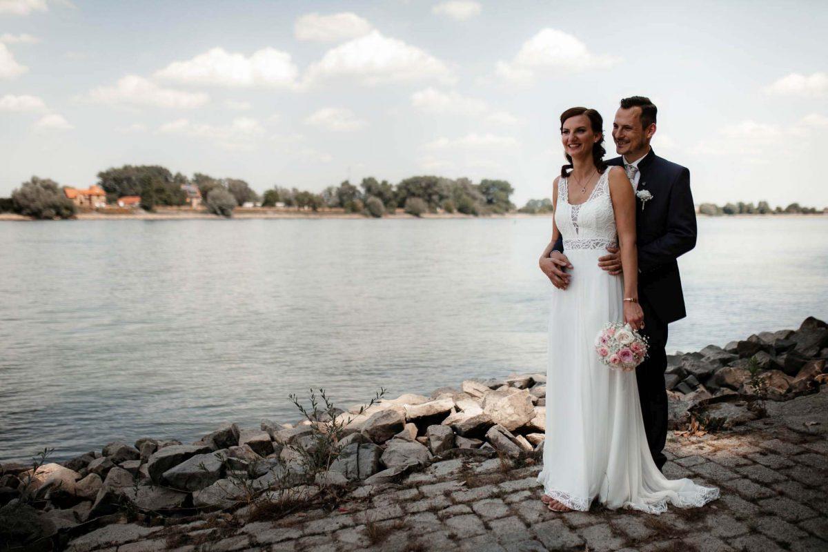 Als Hochzeitsfotograf in Undenheim: Freie Trauung von Tamara und Martin im Junghof 62