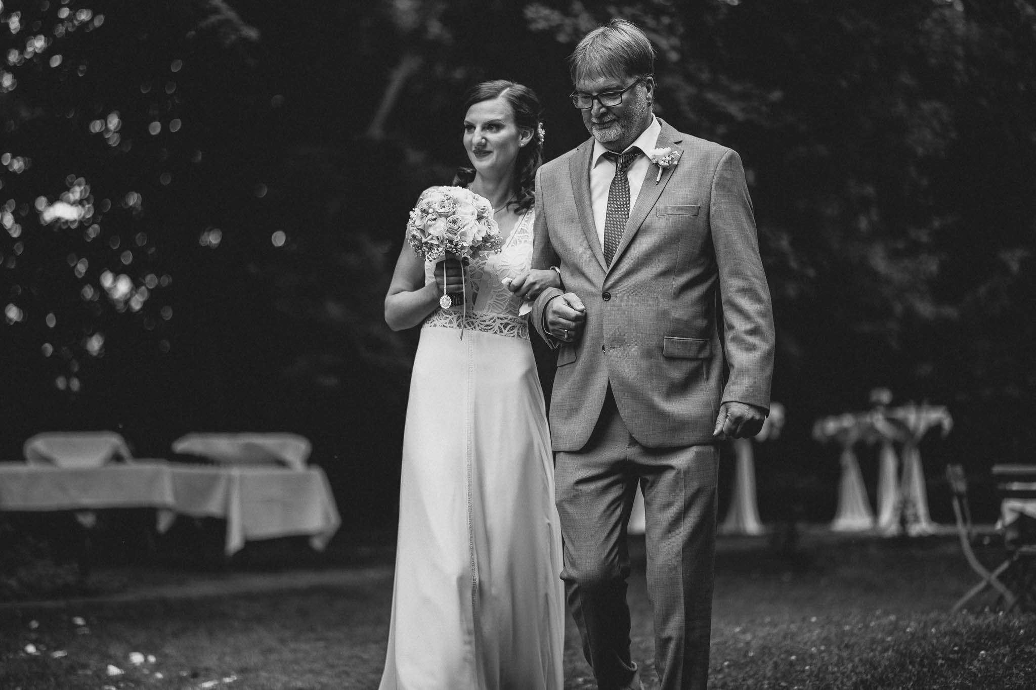 Als Hochzeitsfotograf im Weingut Junghof Undenheim: Hochzeit von Tamara und Martin 45