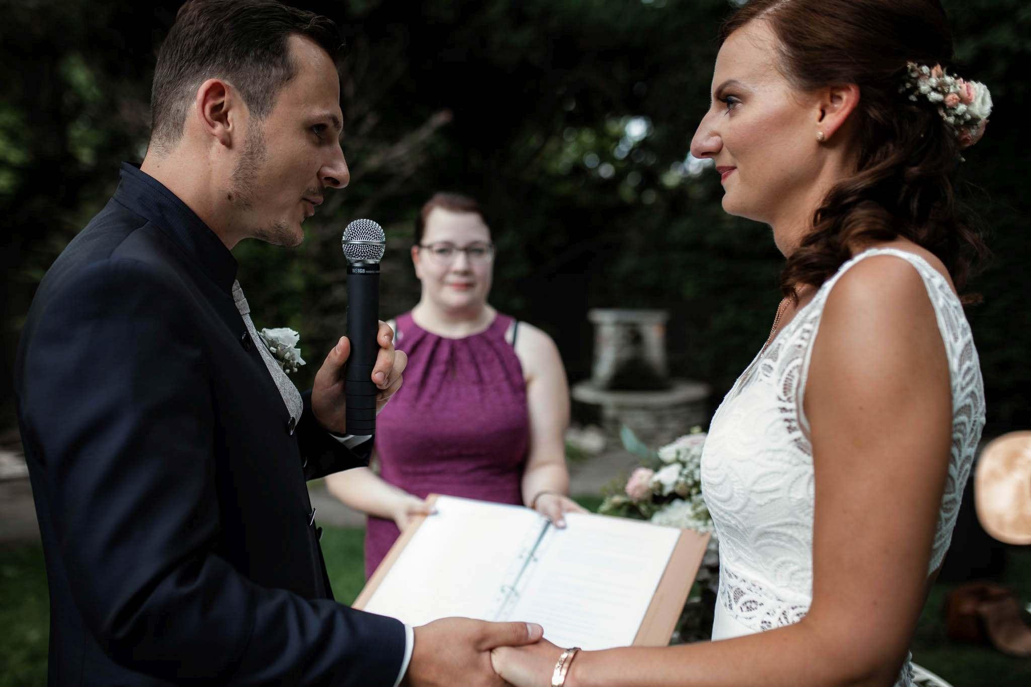 Als Hochzeitsfotograf im Weingut Junghof Undenheim: Hochzeit von Tamara und Martin 53