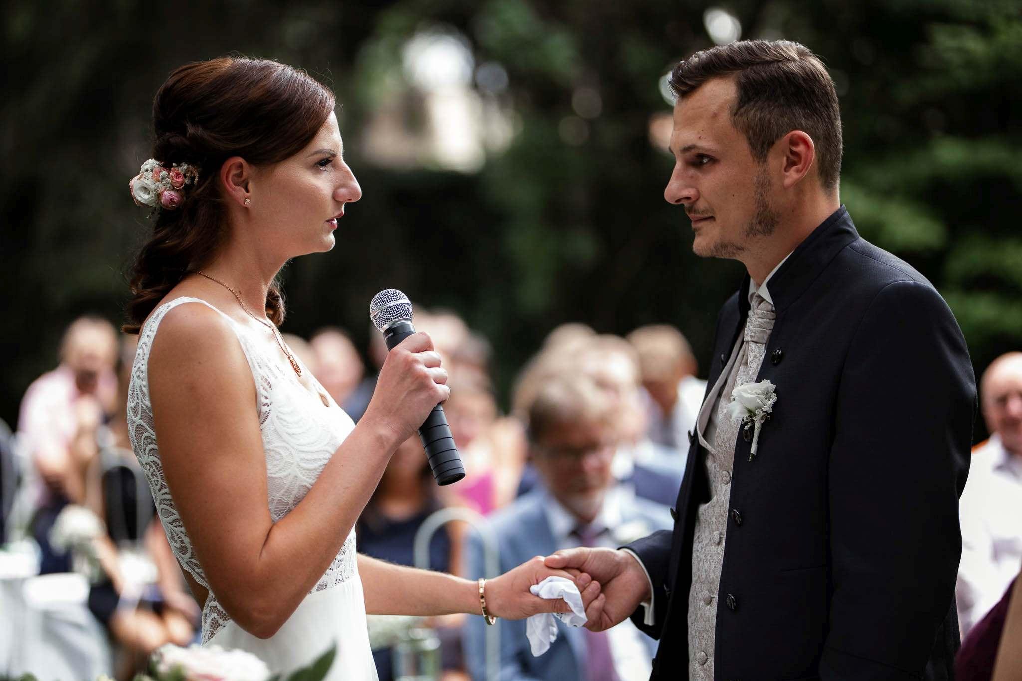 Als Hochzeitsfotograf im Weingut Junghof Undenheim: Hochzeit von Tamara und Martin 55