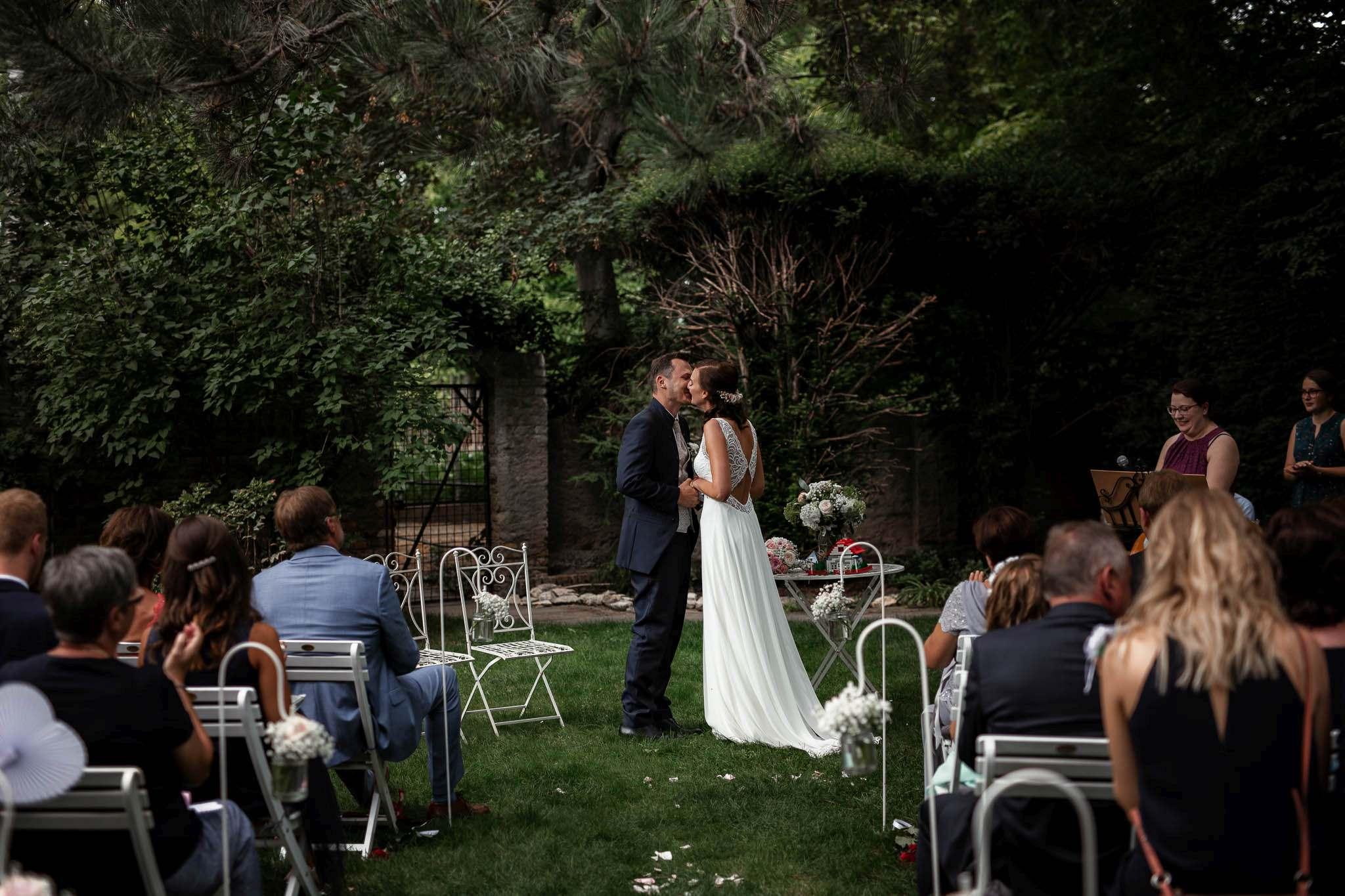 Als Hochzeitsfotograf im Weingut Junghof Undenheim: Hochzeit von Tamara und Martin 56