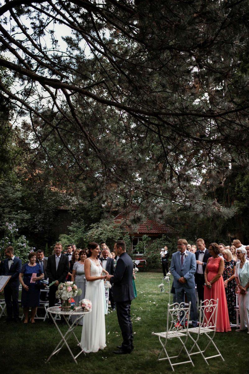 Als Hochzeitsfotograf in Undenheim: Freie Trauung von Tamara und Martin im Junghof 75