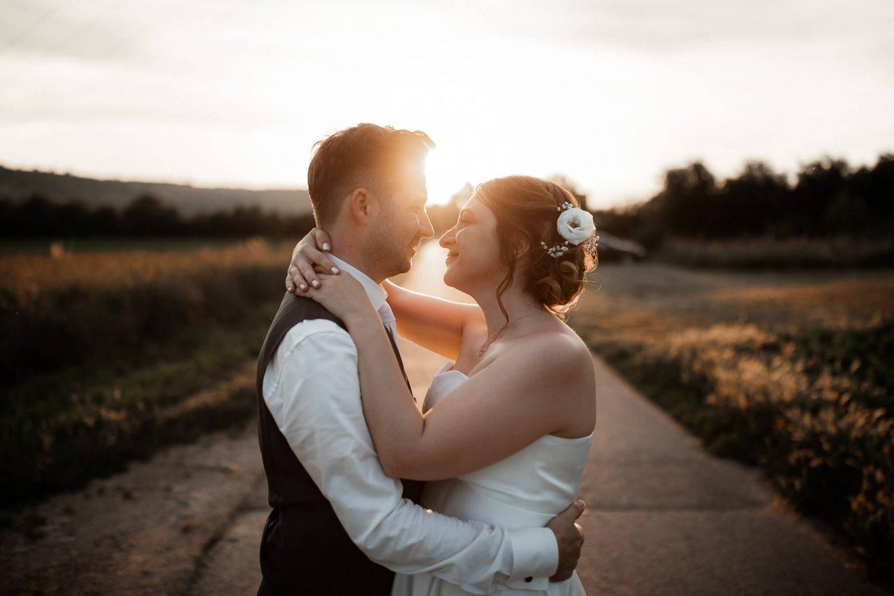 Wir sind Tina und Maxim - zwei Hochzeitsfotografen aus dem schönen Rheinhessen! Wir begleiten eure Hochzeit und schaffen für euch ruhige und authentische Erinnerungen an eure Hochzeit.