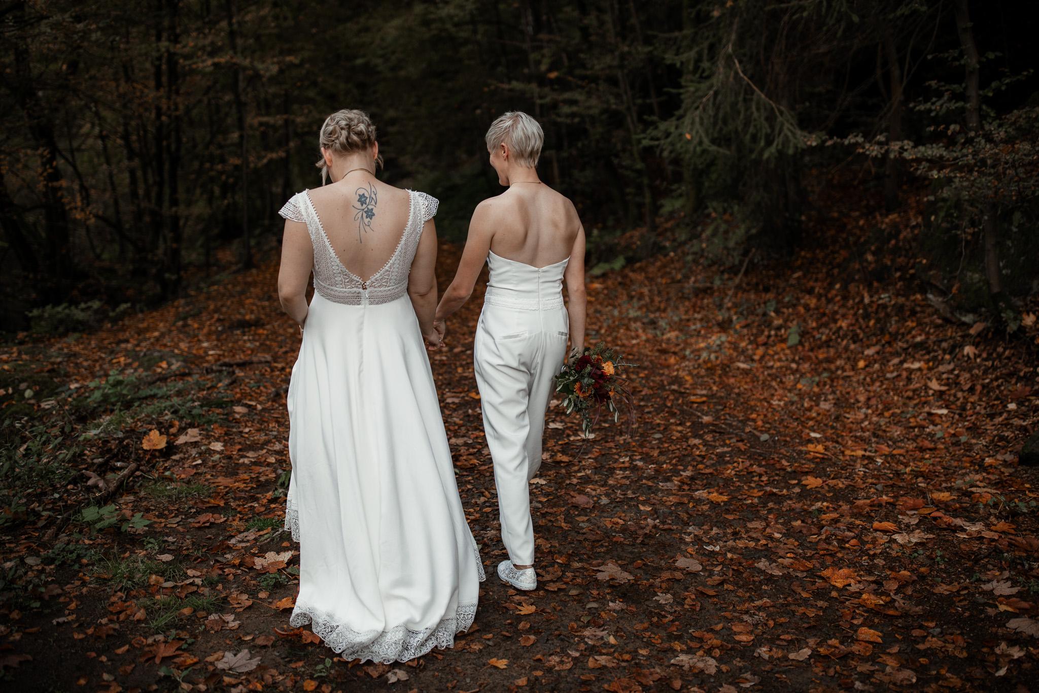 Hochzeitsfotos im Karlstal bei Trippstadt - Maja und Nathalie 39