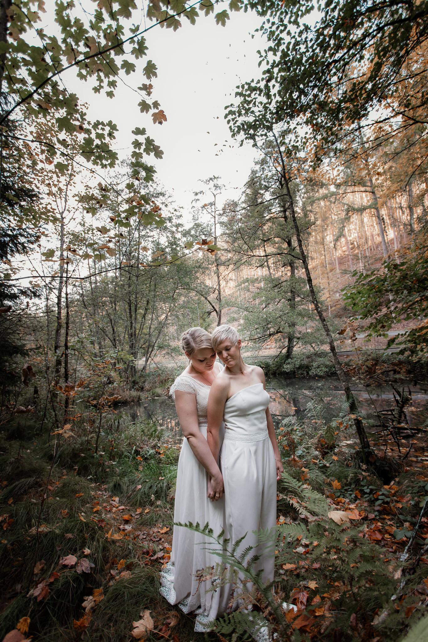Hochzeitsfotos im Karlstal bei Trippstadt - Maja und Nathalie 31