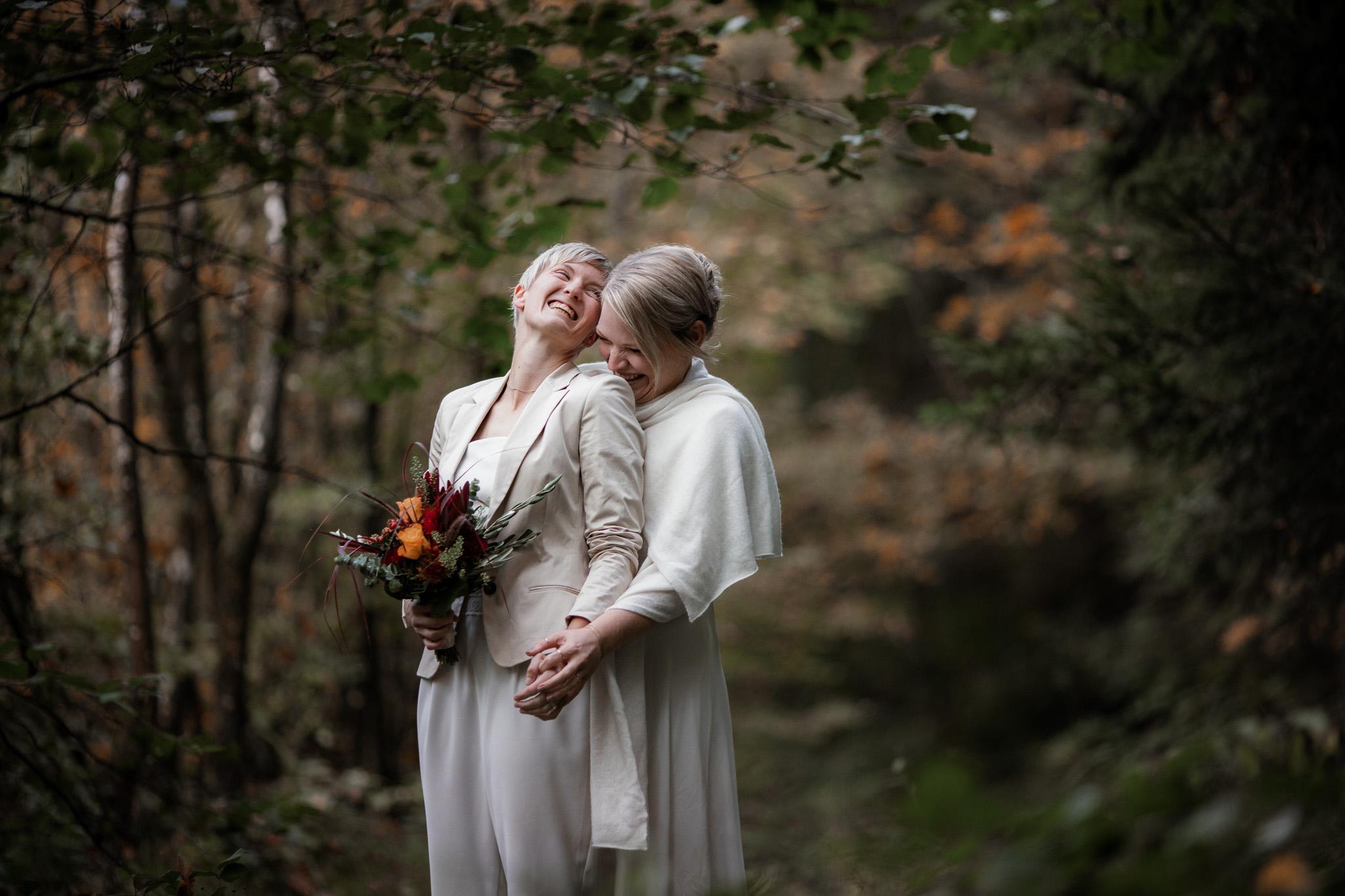 Hochzeitsfotos im Karlstal bei Trippstadt - Maja und Nathalie 27