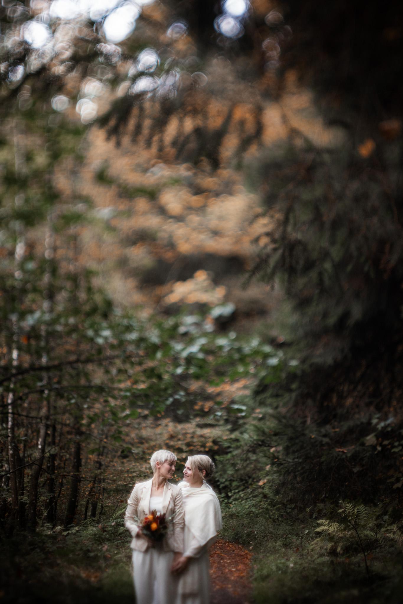 Hochzeitsfotos im Karlstal bei Trippstadt - Maja und Nathalie 26