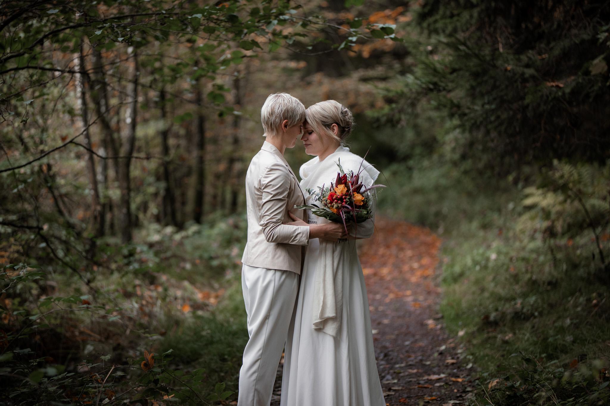 Hochzeitsfotos im Karlstal bei Trippstadt - Maja und Nathalie 25