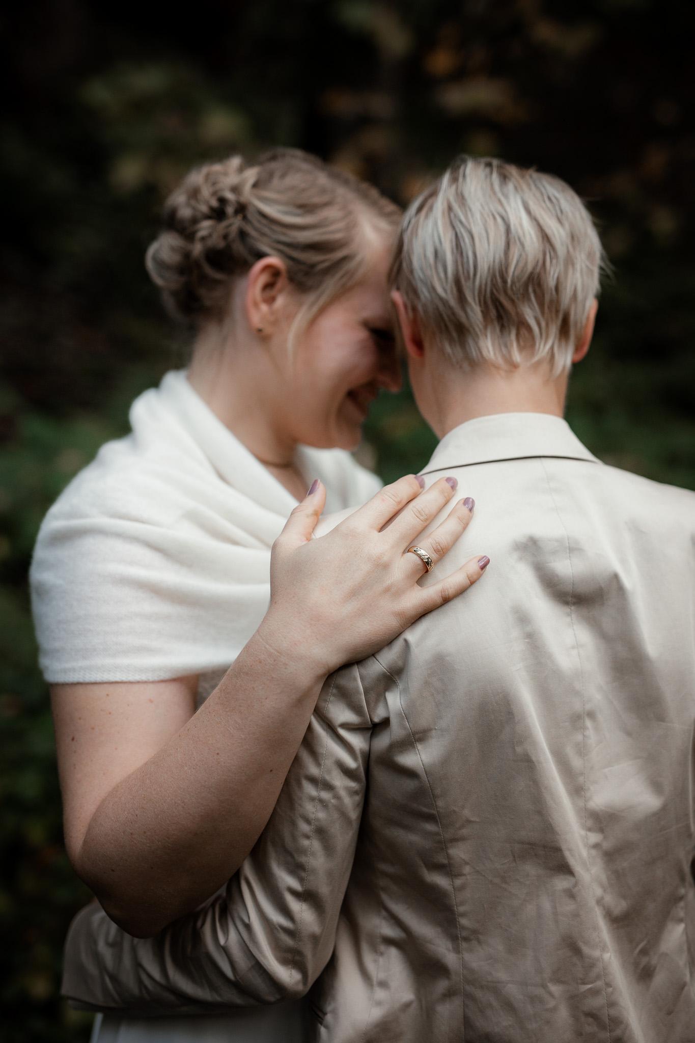 Hochzeitsfotos im Karlstal bei Trippstadt - Maja und Nathalie 23
