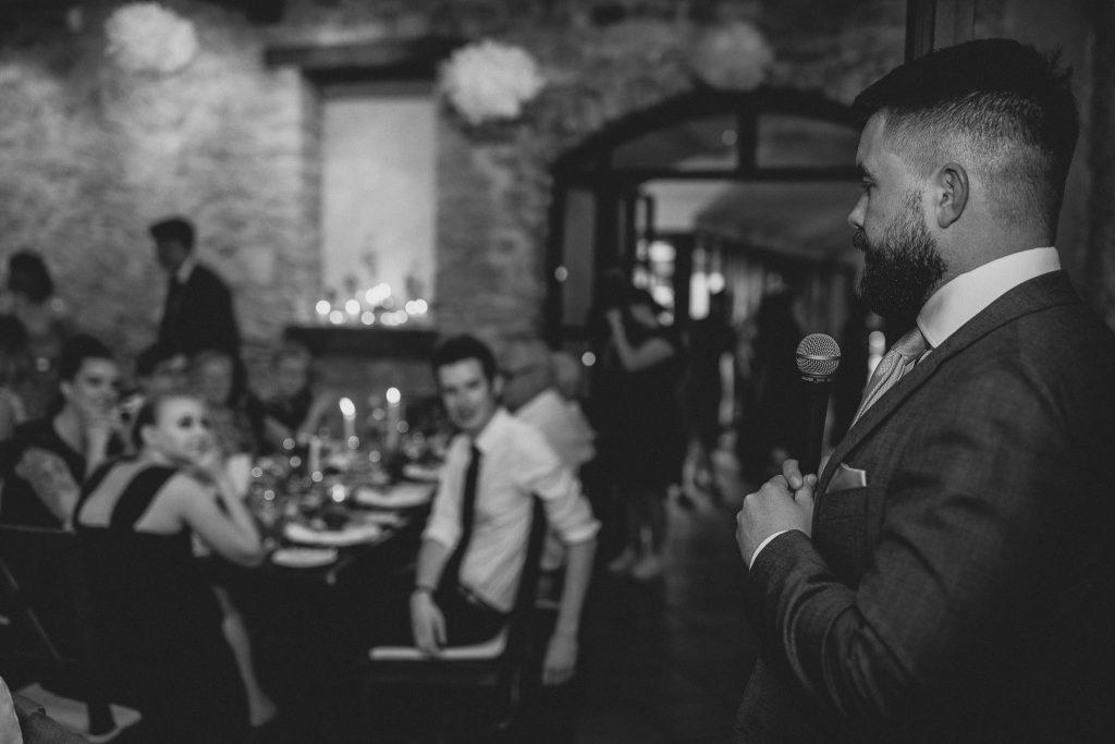 Rede des Bräutigams vor dem Abendessen.