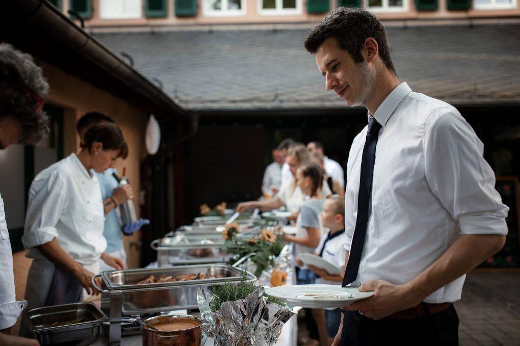 Grillbuffet bei der Hochzeit.