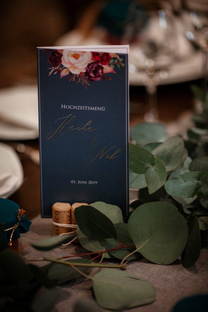 Auf diesem Bild sieht man die Menükarte bei einer Hochzeit.