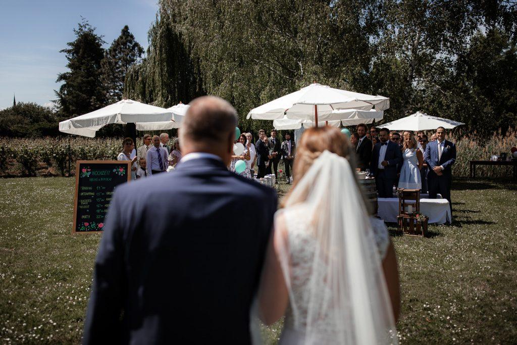 Hochzeitsfotograf Eltivlle: Einzug der Braut mit ihrem Vater