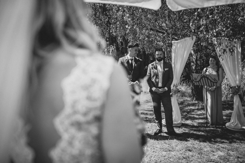 Einzug der Braut, Blick des Bräutigams