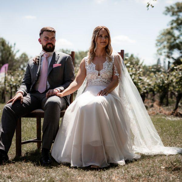 Dieses Bild zeigt das Brautpaar bei der freien Trauung