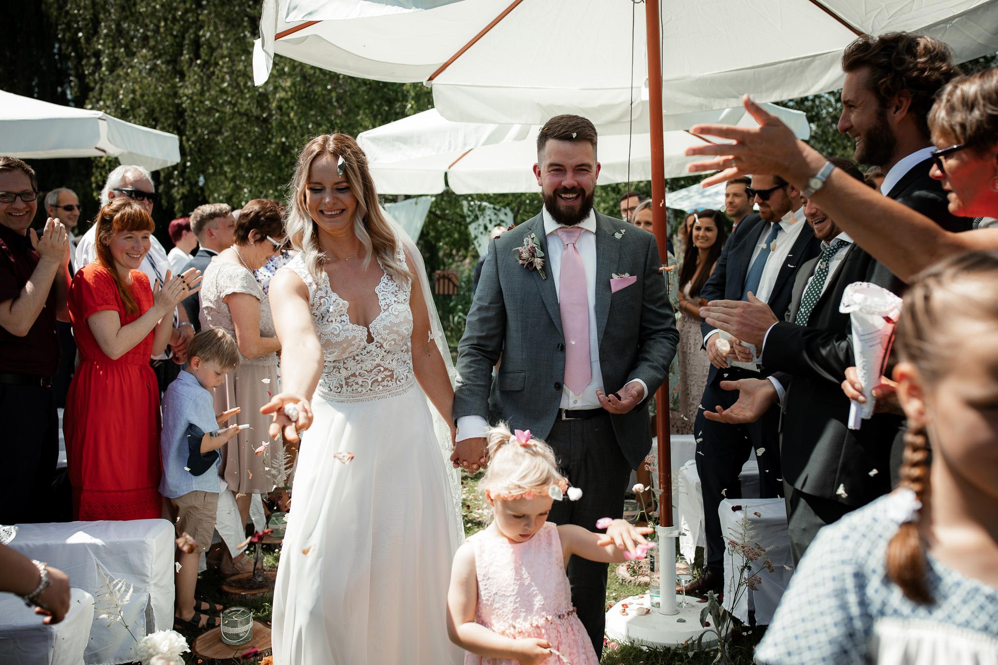 Als Hochzeitsfotograf in Eltville - Freie Trauung im Weingut Baron Knyphausen 27