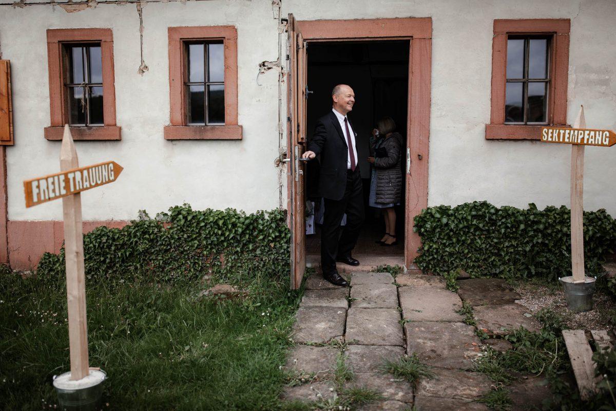 Als Hochzeitsfotograf im Hofgut Ruppertsberg: Hochzeit von Lisa und Max mit freier Trauung 13