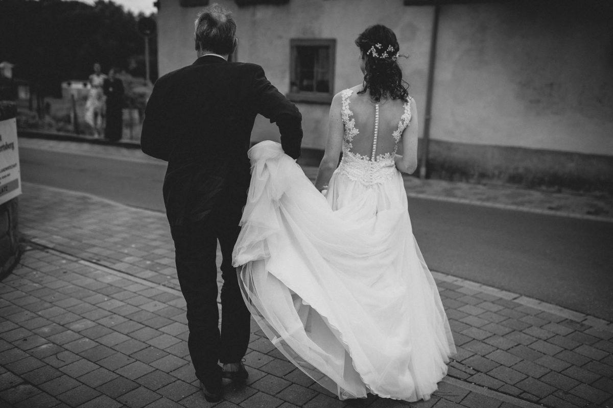 Als Hochzeitsfotograf im Hofgut Ruppertsberg: Hochzeit von Lisa und Max mit freier Trauung 14
